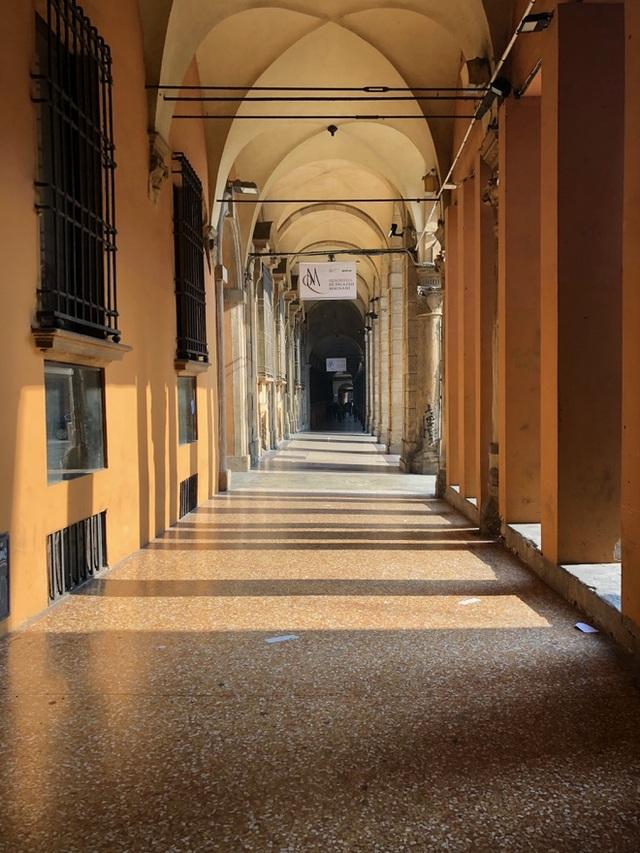 Italy đóng cửa toàn bộ trường học, Iran, UAE cho học sinh nghỉ học - 1