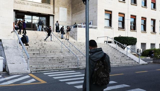 Italy đóng cửa toàn bộ trường học, Iran, UAE cho học sinh nghỉ học - 2
