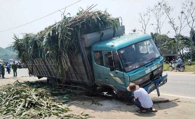 Nam sinh lớp 10 chết thảm dưới gầm xe tải - 1