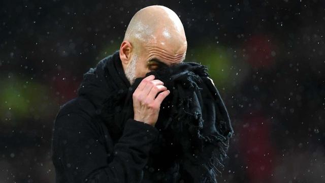 Sir Alex cười mãn nguyện, Pep Guardiola chạm mốc tệ chưa từng thấy - 2