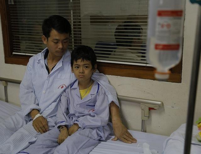 Bạn đọc Dân trí giúp cậu bé 9 tuổi đánh bại bệnh ung thư máu quái ác - 4