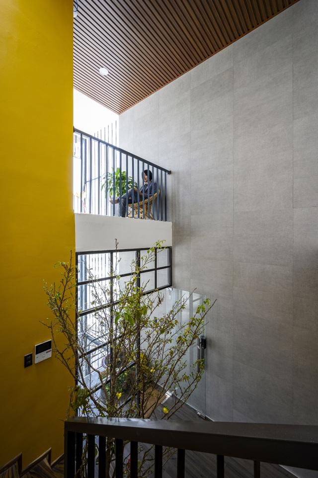 """Ngôi nhà của vị doanh nhân Sài Gòn nổi bật bởi thiết kế """"2 trong 1"""" độc lạ - 12"""