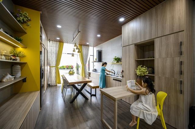 """Ngôi nhà của vị doanh nhân Sài Gòn nổi bật bởi thiết kế """"2 trong 1"""" độc lạ - 6"""
