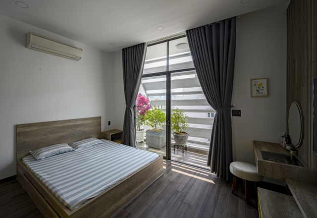 """Ngôi nhà của vị doanh nhân Sài Gòn nổi bật bởi thiết kế """"2 trong 1"""" độc lạ - 14"""