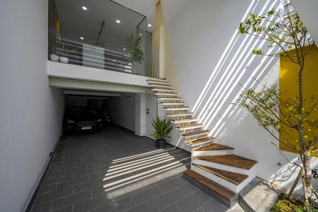 """Ngôi nhà của vị doanh nhân Sài Gòn nổi bật bởi thiết kế """"2 trong 1"""" độc lạ - 3"""