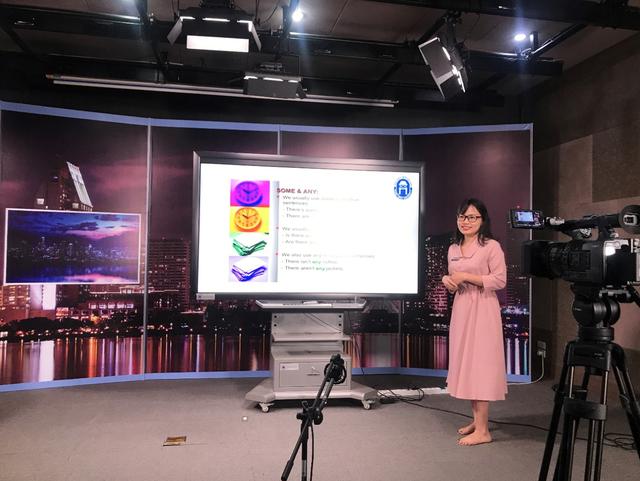 Một ngày làm việc của giảng viên dạy trực tuyến với sinh viên ảo - 5