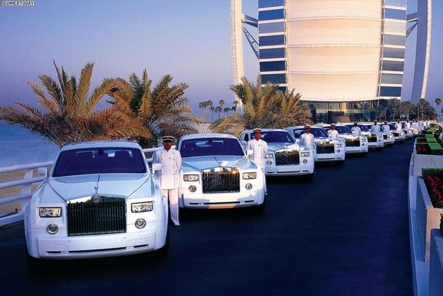 Choáng ngợp khách sạn 7 sao dát vàng 24k xa xỉ bậc nhất ở Dubai - 2