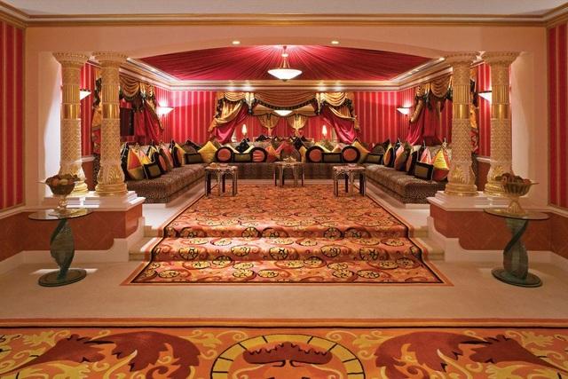 Choáng ngợp khách sạn 7 sao dát vàng 24k xa xỉ bậc nhất ở Dubai - 5