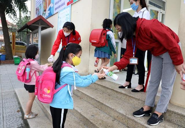 Hôm nay, Vĩnh Phúc cho học sinh Mầm non đến THCS đi học trở lại - 1