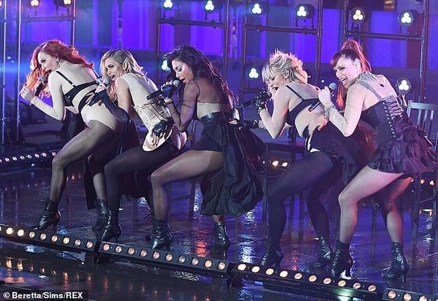 The Pussycat Dolls liên tục bị phản hồi vì trình diễn quá gợi cảm - 6