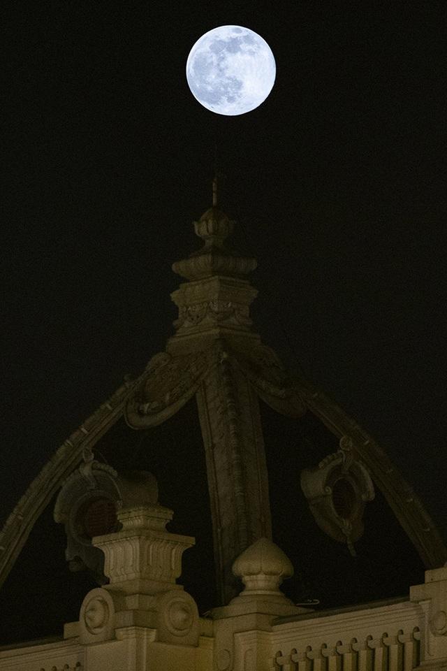 Chiêm ngưỡng siêu trăng trên bầu trời Hà Nội vào đêm 9/3 - 3