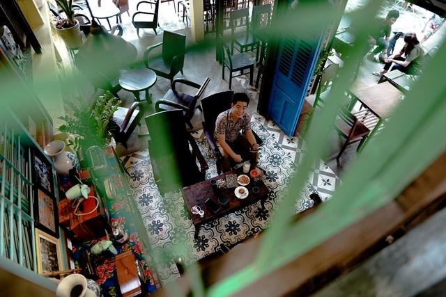 """""""Giờ đây, đất nước đã thay đổi nhiều, nhưng những hình ảnh địa danh, địa điểm quen thuộc về thời bao cấp chắc hẳn vẫn còn sống mãi trong ký ức của nhiều người"""", một thực khách đến nhâm nhi cà phê cho biết."""