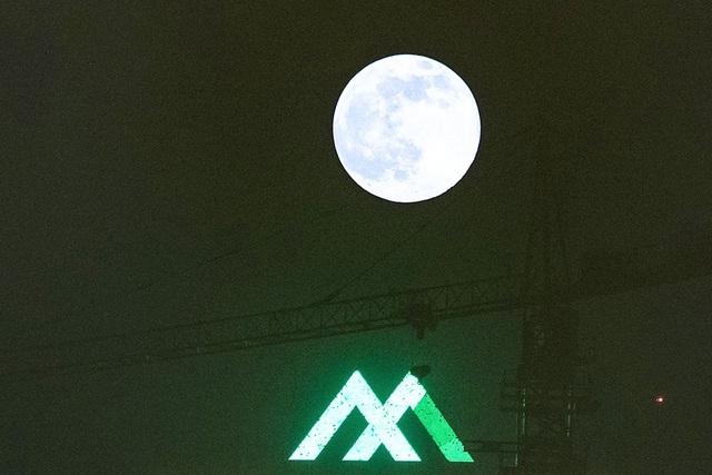 Chiêm ngưỡng siêu trăng trên bầu trời Hà Nội vào đêm 9/3 - 4