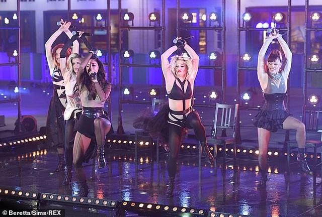 The Pussycat Dolls liên tục bị phản hồi vì trình diễn quá gợi cảm - 1