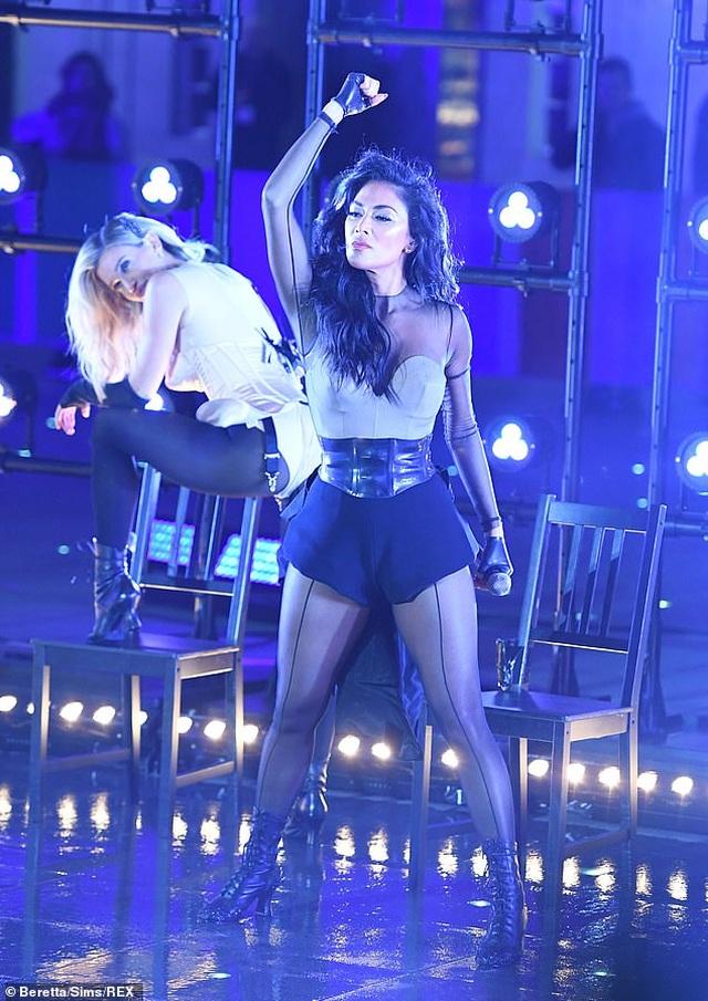 The Pussycat Dolls liên tục bị phản hồi vì trình diễn quá gợi cảm - 8