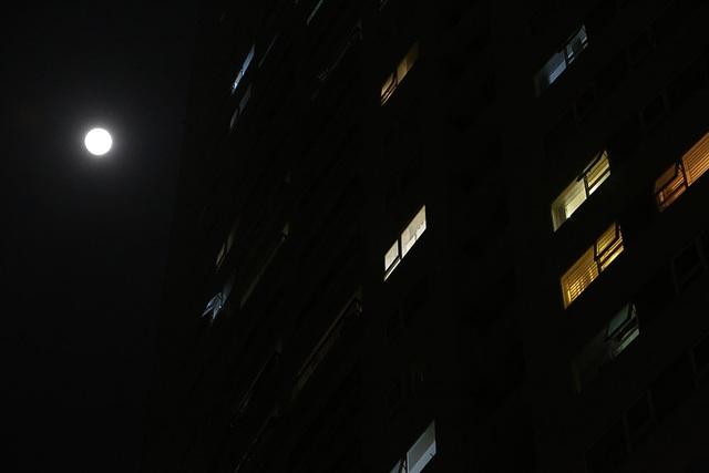 Chiêm ngưỡng siêu trăng trên bầu trời Hà Nội vào đêm 9/3 - 6