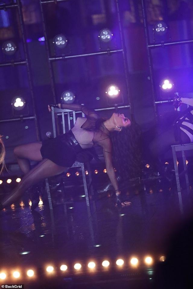 The Pussycat Dolls liên tục bị phản hồi vì trình diễn quá gợi cảm - 4