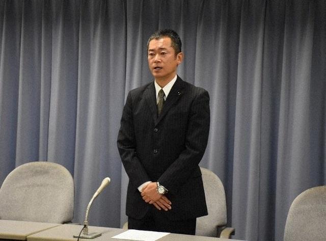 Chính trị gia Nhật Bản xin lỗi vì bán đấu giá khẩu trang giữa dịch Covid-19 - 1