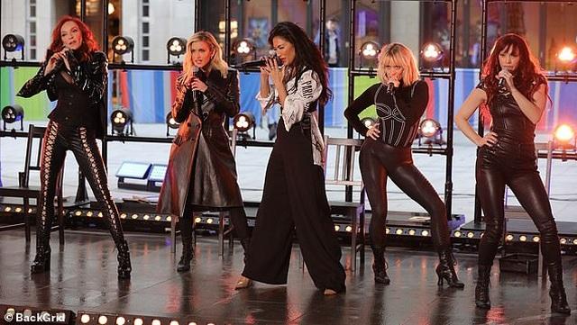 The Pussycat Dolls liên tục bị phản hồi vì trình diễn quá gợi cảm - 9