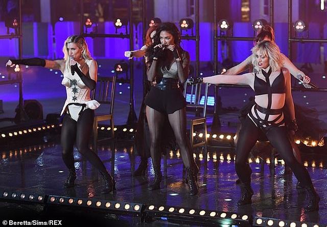The Pussycat Dolls liên tục bị phản hồi vì trình diễn quá gợi cảm - 7