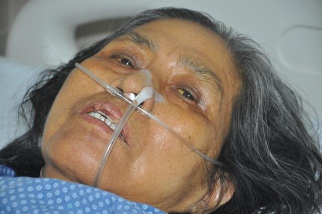 Người mẹ nghèo xin bác sĩ về nhà… đã qua đời - 1