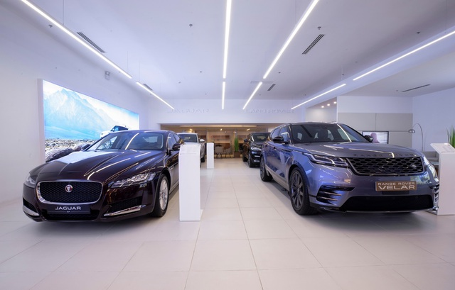 Jaguar Land Rover Việt Nam mở không gian trưng bày mới tại Phú Mỹ Hưng, TP. HCM - 2
