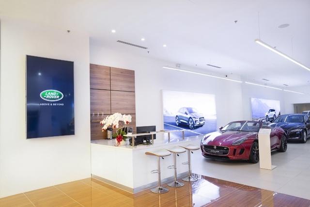 Jaguar Land Rover Việt Nam mở không gian trưng bày mới tại Phú Mỹ Hưng, TP. HCM - 3
