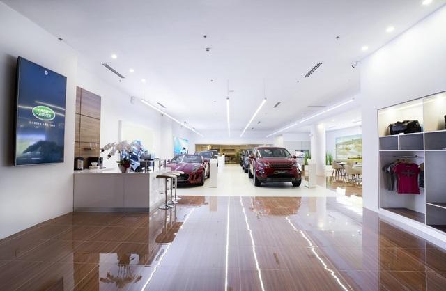 Jaguar Land Rover Việt Nam mở không gian trưng bày mới tại Phú Mỹ Hưng, TP. HCM - 5
