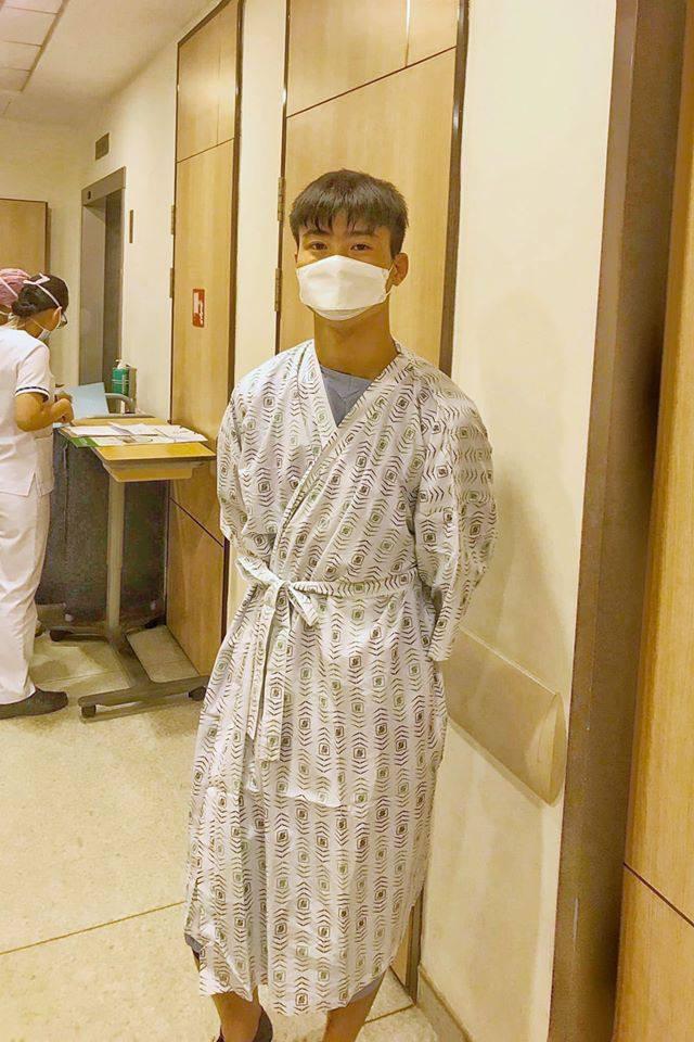 Trung vệ Duy Mạnh phẫu thuật thành công tại Singapore - 2