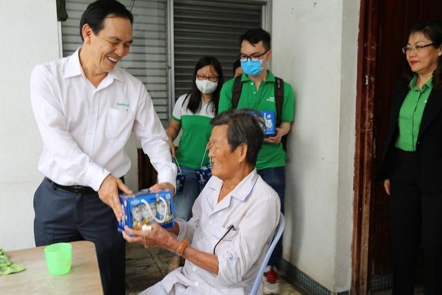 NutiFood tặng quà cho bệnh nhân trong mùa dịch Covid - 19 - 1
