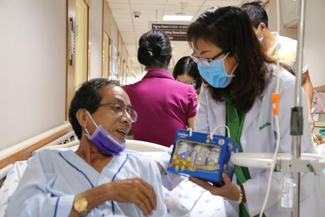 NutiFood tặng quà cho bệnh nhân trong mùa dịch Covid - 19 - 2