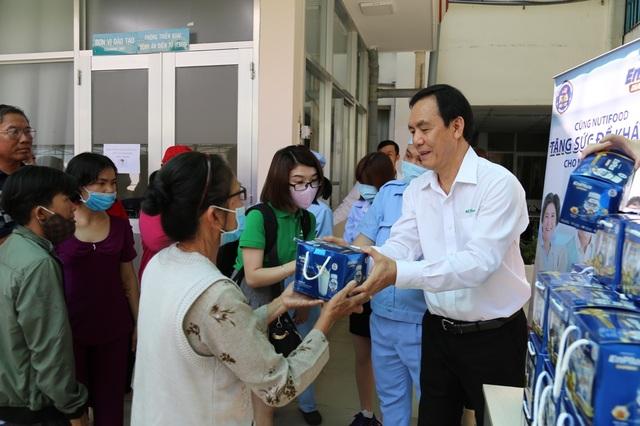 NutiFood tặng quà cho bệnh nhân trong mùa dịch Covid - 19 - 3
