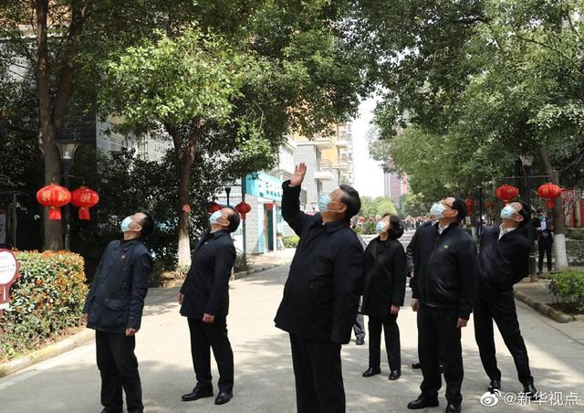 Ông Tập Cận Bình thăm bệnh viện dã chiến, khu dân cư ở Vũ Hán - 9