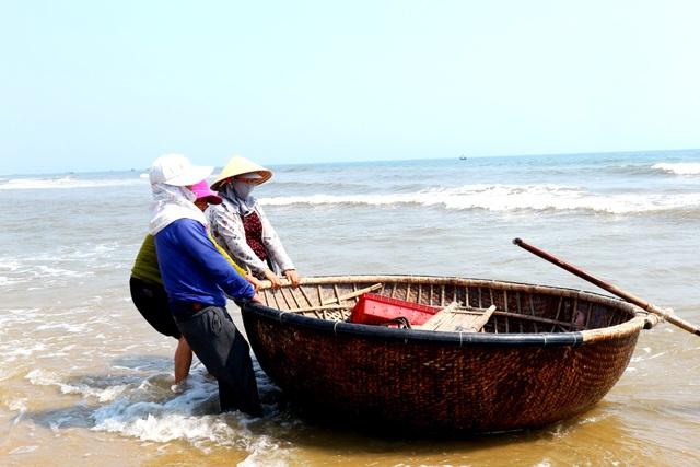 Ngư dân Quảng Nam trúng mùa ruốc biển - 1