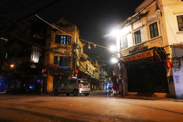 Hình ảnh lạ thường tại Hà Nội giữa mùa dịch Covid - 19 - 1