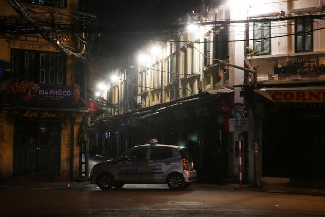 Hình ảnh lạ thường tại Hà Nội giữa mùa dịch Covid - 19 - 2