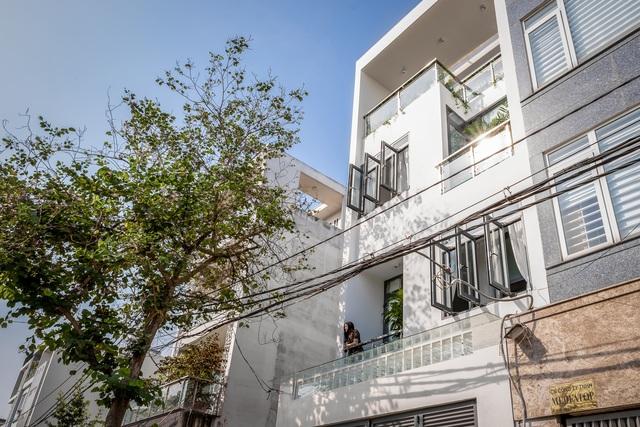 Nhà phố 4 tầng ở Sài Gòn gây ngỡ ngàng bởi thiết kế giếng trời hình xoắn ốc - 15