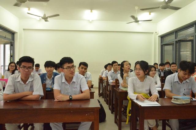 Học sinh lớp 12 ở Đà Nẵng sẽ ôn tập qua truyền hình - 1