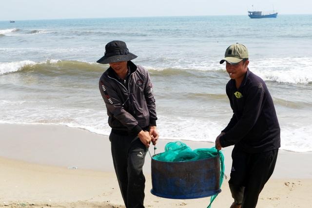 Ngư dân Quảng Nam trúng mùa ruốc biển - 5