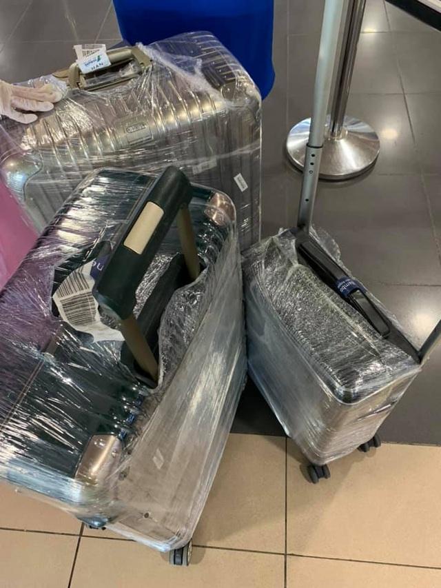 """Tranh cãi thời trang phòng dịch khiến Quế Vân bị """"cười khinh bỉ"""" ở sân bay - 3"""
