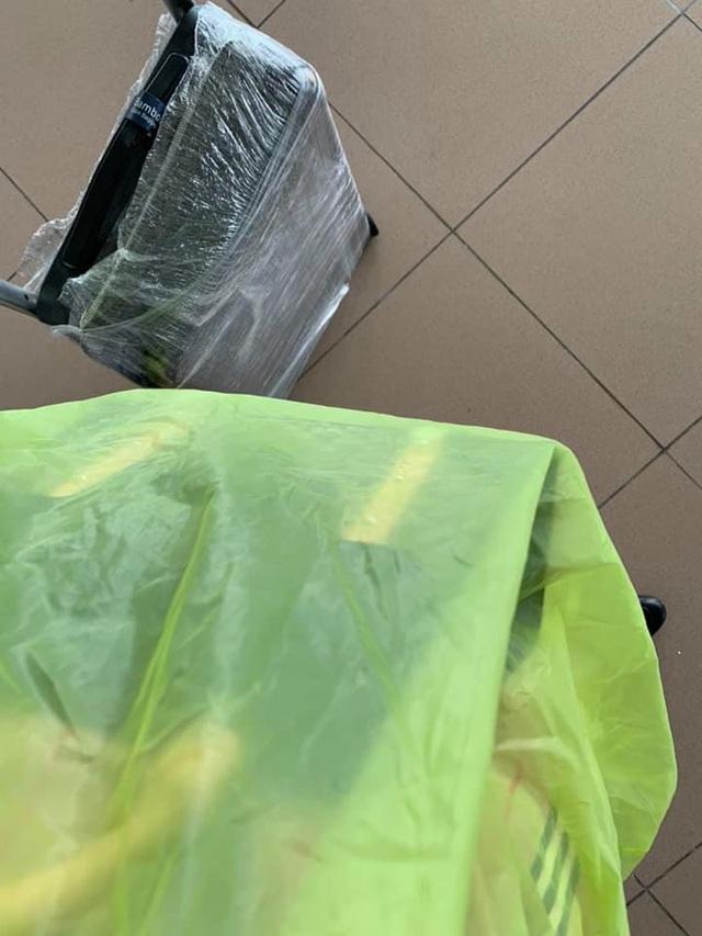 """Tranh cãi thời trang phòng dịch khiến Quế Vân bị """"cười khinh bỉ"""" ở sân bay - 4"""