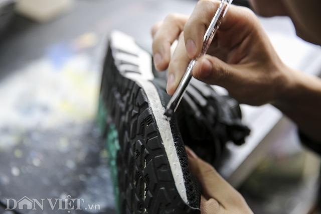 """Nghề """"phù phép"""" giày giá từ tiền trăm nghìn lên tới chục triệu đồng - 8"""