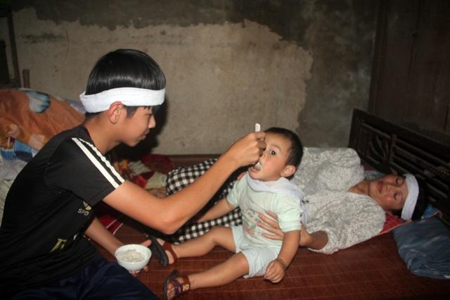 Thương lắm cậu bé mồ côi cha gồng mình cứu đôi mắt của mẹ - 7