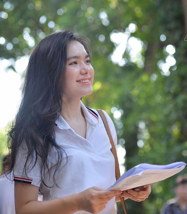 Nữ sinh hot nhất kỳ thi THPT Quốc gia 2019 giờ ra sao? - 1