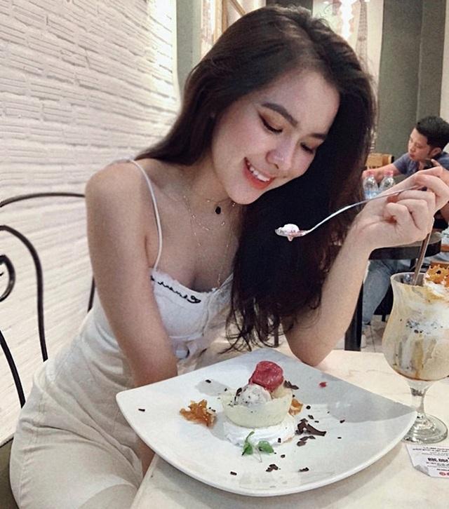 Nữ sinh hot nhất kỳ thi THPT Quốc gia 2019 giờ ra sao? - 14