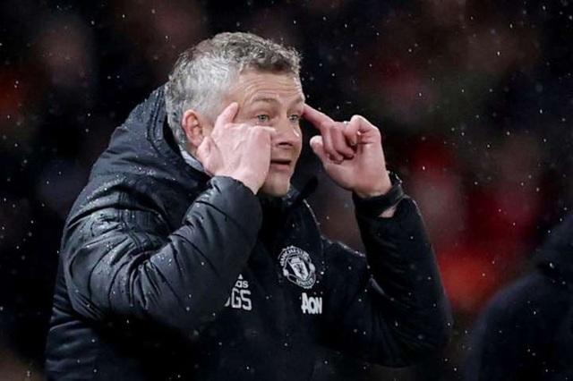 Do Covid-19, Man Utd phải thi đấu trên sân không có khán giả - 1