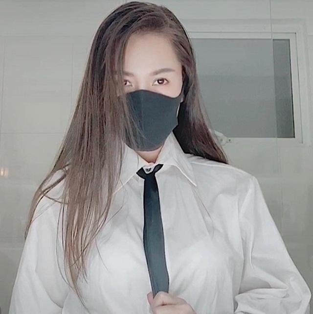"""Tranh cãi thời trang phòng dịch khiến Quế Vân bị """"cười khinh bỉ"""" ở sân bay - 5"""