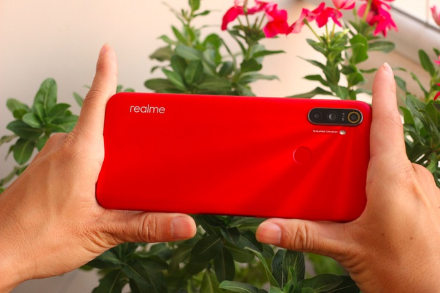 Realme C3: Pin lớn, hiệu năng tốt trong tầm giá 3 triệu - 4