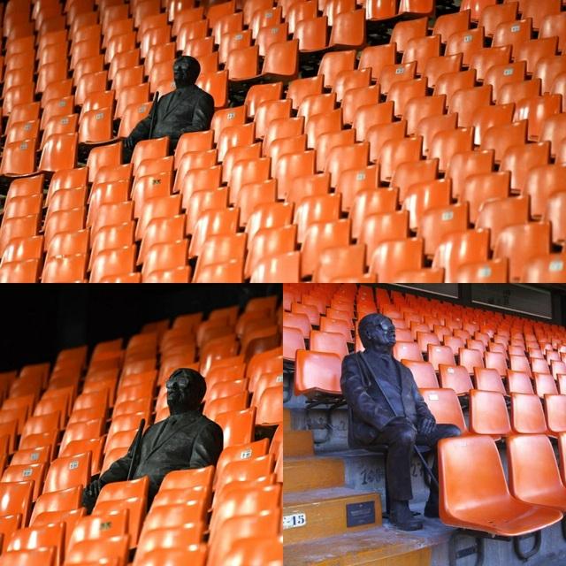 """Cảm động với câu chuyện về bức tượng lạ ngồi """"cô đơn"""" trên khán đài - Ảnh minh hoạ 2"""