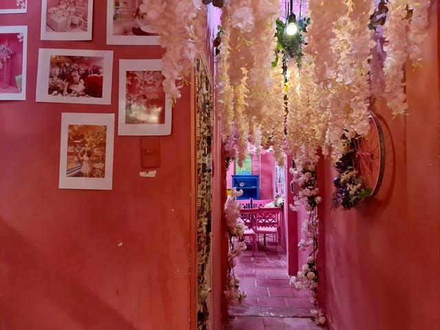 Cà phê màu hồng.jpg